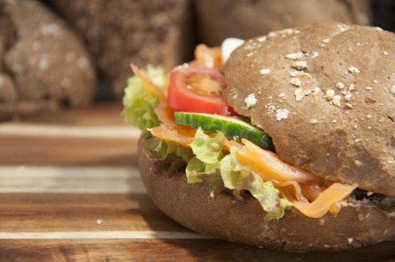 Broodje gerookte zalm mierikswortelcreme