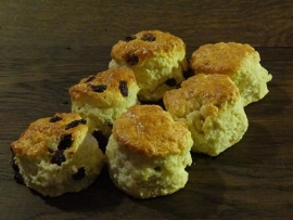 Scones with raisins