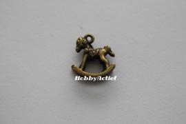 Hobbelpaardje brons - 15x14 mm