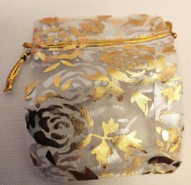 Organza zakjes wit met gouden bloem 7x9cm - 10 stuks