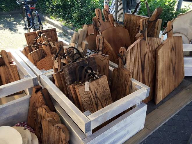 Eiken broodplanken op de markt in Sint Pancras, bij Alkmaar in de buurt