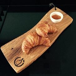 Mooie plank voor ontbijt op bed, tapas en hapas