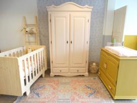 Babykamer - Okergeel   Poederroze