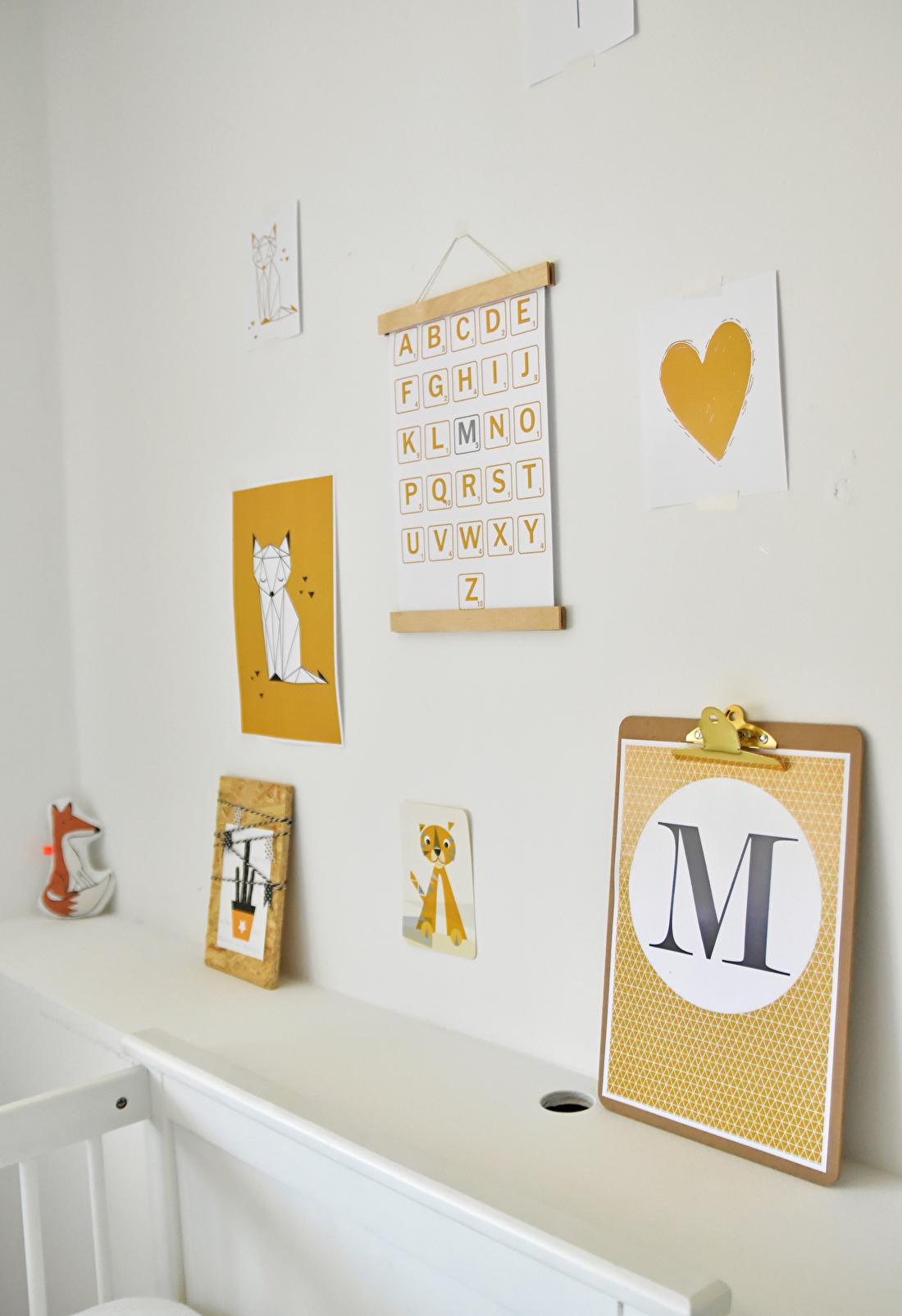 Frisse babykamer okergeel en groen
