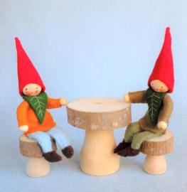 Kabouter met tafel en stoeltjes