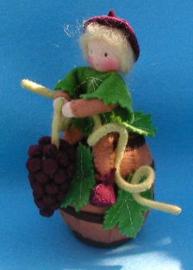 Druivenmannetje op een regenton