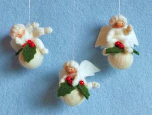 Drie kerstbal engeltjes