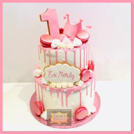 Kroontje, koekjes en roze macarons Driptaart 16 personen