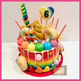 Eenhoorn/ unicorn Regenboog Candy Driptaart 10 personen