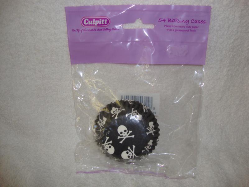 Cupcake vormpjes Zwart met wit doodshoofd Culpitt 54 stuks