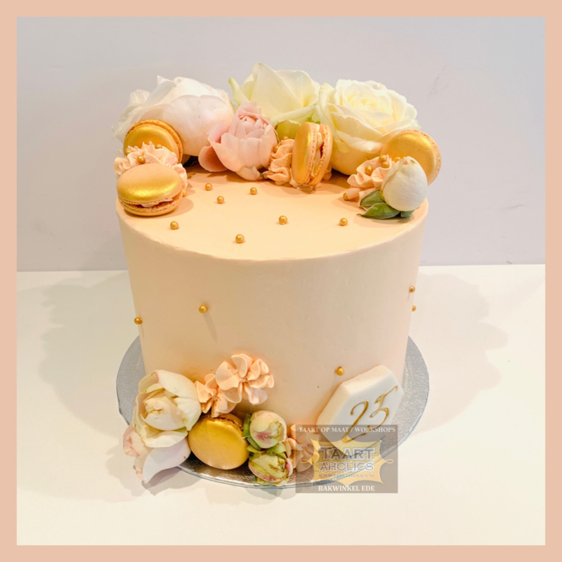 Perziktint macarons Taart 10 personen