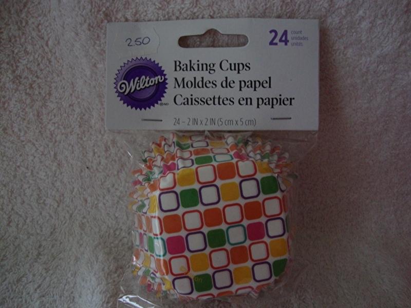 Cupcake vormpjes Vierkant kleurige blokjes 24 stuks  Wilton - 415-0669