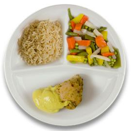 Gevulde kipfilet roomkaas en kerriesaus, volkoren rijst, gemengde groente