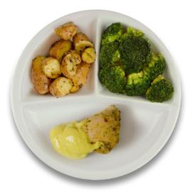 Gevulde kipfilet met roomkaas en kerriesaus, rosevalaardappelen met tijm, broccoli
