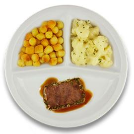 Rundercarré met kruidenjus, gebakken aardappelen, bloemkool a la crème