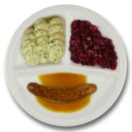 Rundersaucijsje met vleesjus, aardappelpuree met persillade, rode bieten