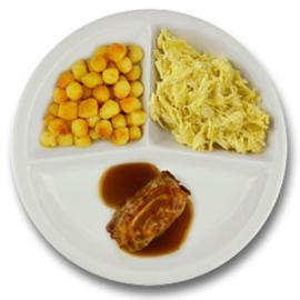 Varkensslavink met vleesjus, gebakken aardappelen, witte kool met kerriesaus