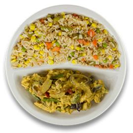 Vegetarische rode groentecurry, pikante cajunrijst