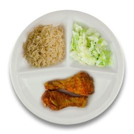 Gemarineerde kipdrumsticks, volkoren rijst, spitskool à la crème