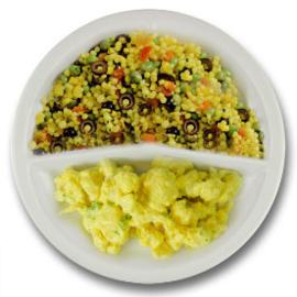 Veg. Bloemkoolcurry met parelcouscous met tomaat en olijven