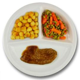 Varkensfiletlapje met vleesjus, gebakken aardappelen, wortelen met doperwten GLUTENVRIJ