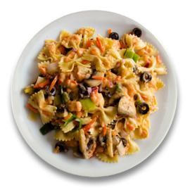 Vegetarische pastaschotel met olijven