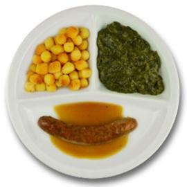 Rundersaucijsje met vleesjus, gebakken aardappelen, spinazie à la crème