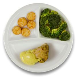 Gevulde kipfilet met roomkaas en kerriesaus, gebakken röstiko's broccoli