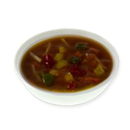 Heldere tomaat-groentesoep