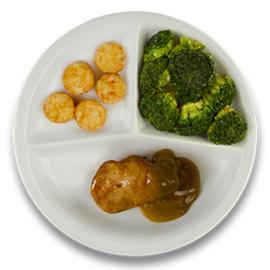 Varkenshaasoester met peperroomsaus, gebakken röstikos, broccoli