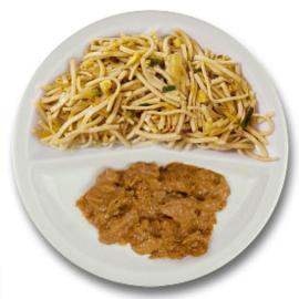Kippendijstukjes in satésaus, bami goreng
