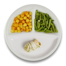 Tongschar-zalmrol met botersaus, gebakken aardappelen, sperziebonen