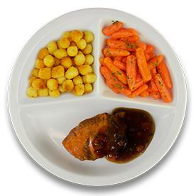 Kalkoenhaasje met tomaat-tijm jus, gebakken aardappelen, wortelen peterselie