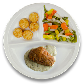 Varkenshaasoester met pestoroomsaus, gebakken rostiko's, gemengde groente