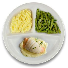 Tongschar-zalmrol met botersaus, aardappelpuree, sperziebonen