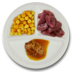 Kalfsgehaktbal met vleesjus, gebakken aardappelen, stoofpeertjes