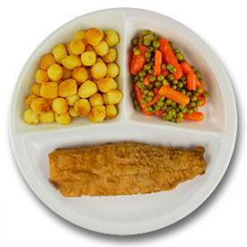 Gebakken lekkerbekje met vegetarische jus, gebakken aardappelen, wortelen met doperwten