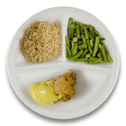 Gevulde kipfilet roomkaas en kerriesaus, volkoren rijst, sperziebonen