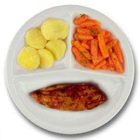 Kipfilet met vleesjus, gekookte aardappelen, wortelen met peterselie
