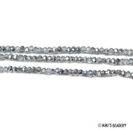 75 stuks Facet Glaskralen 2,5x2mm zilvergrijs