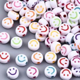 Smilie wit acrylic kraal gemixt