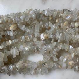 Witte maansteen  edelsteen chips kralen 10 gram (ca. 40-50 stuks)