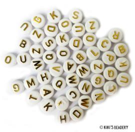 20 gram ca. 70 stuks ronde acryl letterkralen wit met gouden letters