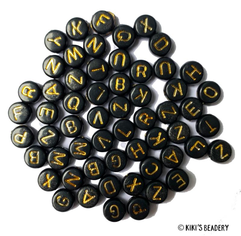 20 gram ca. 175 stuks ronde acryl letterkralen zwart met gouden letters