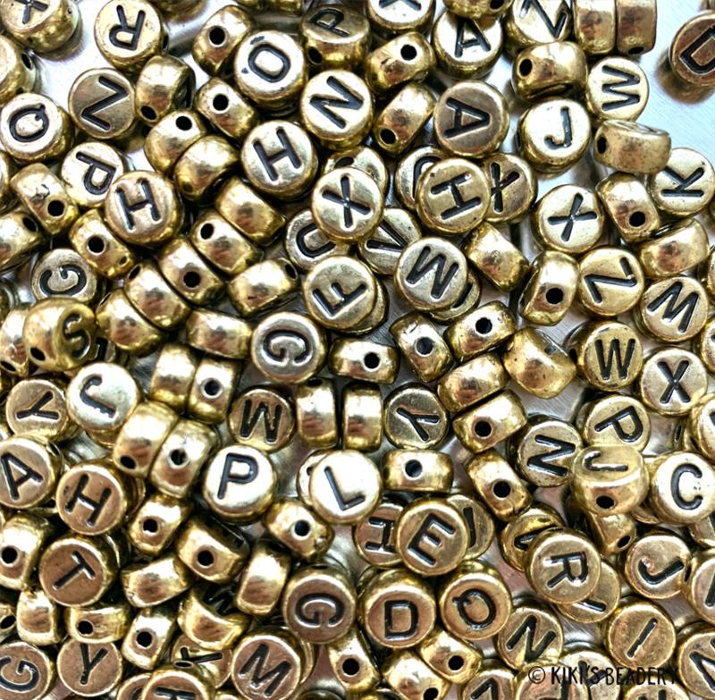 20 gram gouden letterkralen met zwarte letters
