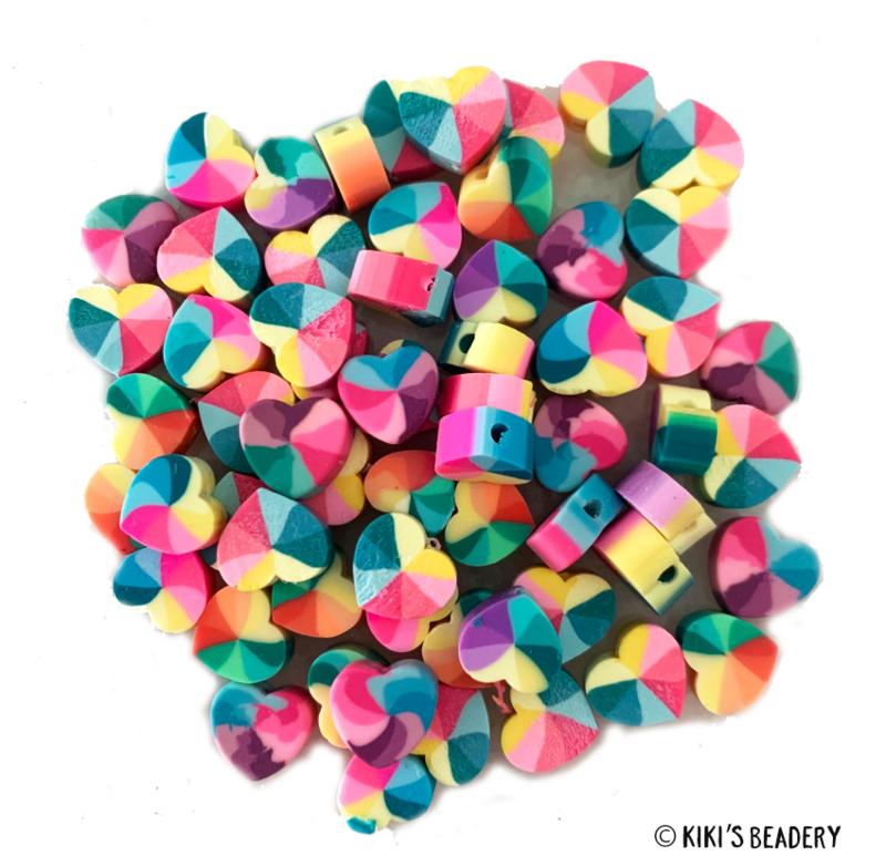 Hartjes regenboog mix  polymeer kralen 10mm