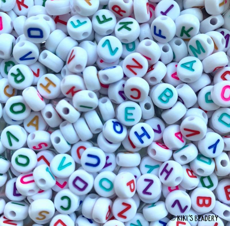 20 gram witte letterkralen met kleuren letters mix
