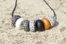 Rondelle - Black/White with Contrast 7 beads