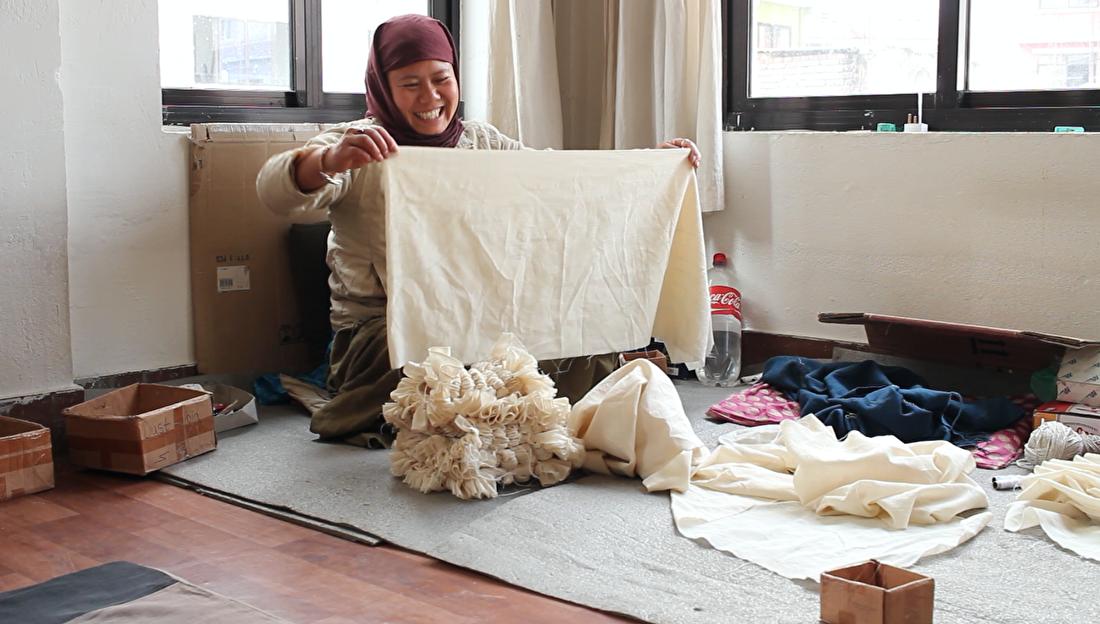 MuniMuni Tie Dye Nepal shawl 10.png