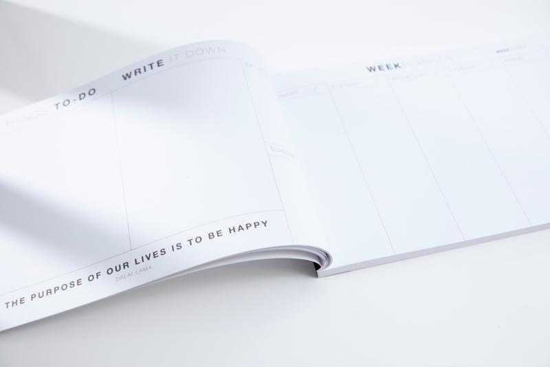 NIEUW! PLANBOEK Softcover A4 + KAART (genaaid met rood draad)